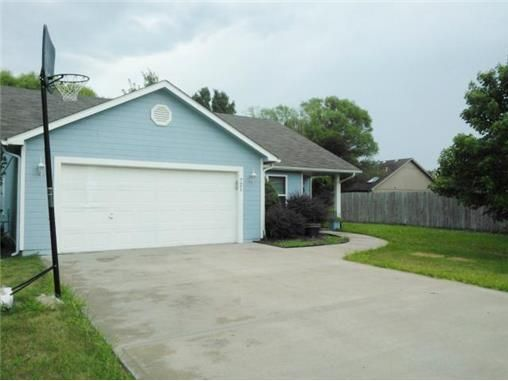 721 w bluebird st gardner ks 66030 public property for Gardner pool fort campbell