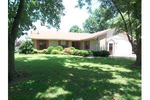 832 Southview Dr, Dyersburg, TN 38024