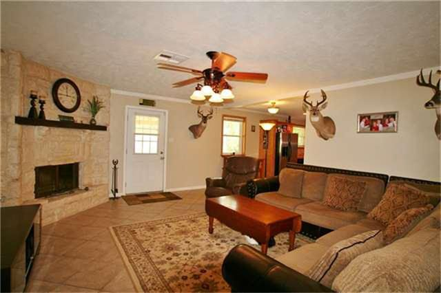130 Wood Manor Ln, Sour Lake, TX 77659