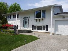 28 Foxwood Dr, Wheatley Heights, NY 11798