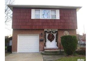 319 Garfield Ave, Mineola, NY 11501