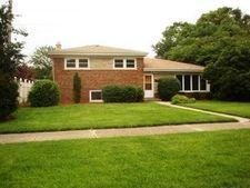 5742 Lyons St, Morton Grove, IL 60053