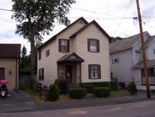 31 10th Ave, Carbondale, PA 18407