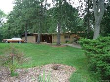 5110 Old Ct, West Bloomfield Township, MI 48322