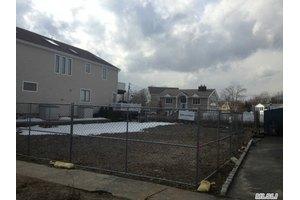 216 Lee Pl, Bellmore, NY 11710