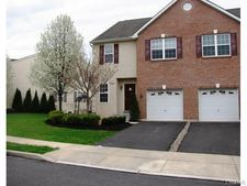 6882 Hunt Dr, Lower Macungie Township, PA 18062