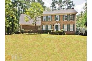 135 Oak Mnr, Fayetteville, GA 30214