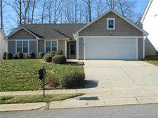 8269 Chatham Oaks Dr, Concord, NC 28027