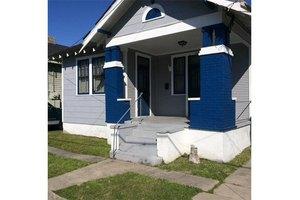 516 Monroe St, Gretna, LA 70053