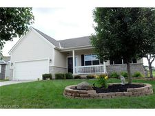 635 Creeks Edge Dr, Newark, OH 43055
