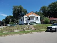 940 15th Ave S, Clinton, IA 52732