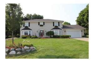 374 Lake Forest Rd, Rochester Hills, MI 48309