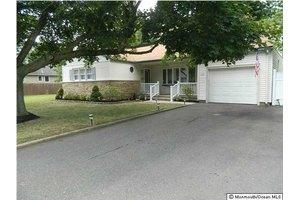 232 Admiral Ave, Beachwood, NJ 08722