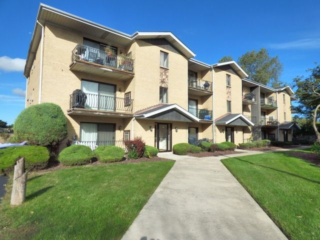 5742 106th St Apt 2B Chicago Ridge IL 60415 Home For Sale And Real Estate