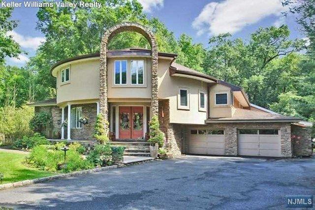 290 dunkerhook rd paramus nj 07652 home for sale and real estate listing. Black Bedroom Furniture Sets. Home Design Ideas