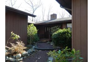 38 Lake Dr, Swiftwater, PA 18370