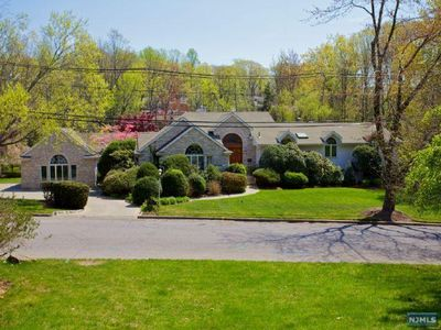 55 Berkeley Dr, Tenafly, NJ