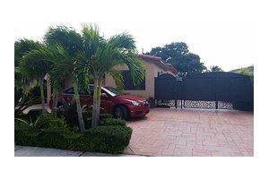 9320 SW 37th St, Miami, FL 33165