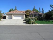 940 E Windsor Cir, Fresno, CA 93720