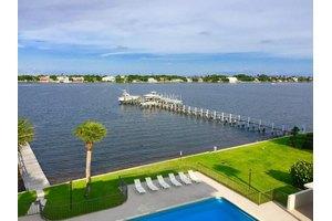 1202 S Lake Dr Apt 404, Lantana, FL 33462