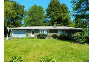 22 Sterup Dr, Pittstown, NY 12180