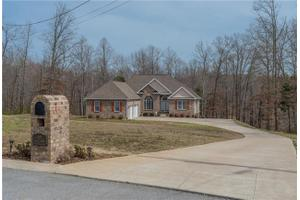 507 Fawn Ct, Burns, TN 37029