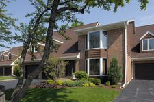 1653 N Belmont Ct, Arlington Heights, IL 60004