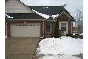 20409 Doves Pointe Dr, Brownstown Twp, MI 48174