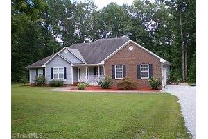 818 Lancelot Dr, Pleasant Garden, NC 27313