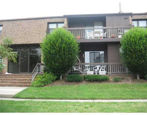 109 Sharon Garden Ct, Woodbridge, NJ 07095 - realtor.com®