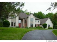 20 Fall Meadow Dr, Pittsford, NY 14534