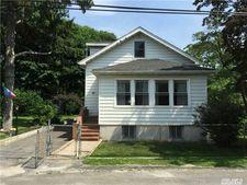 28 Juniper Rd, Rocky Point, NY 11778