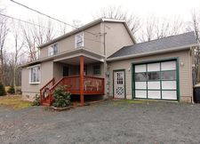 112 Water View Dr, Hawley, PA 18428