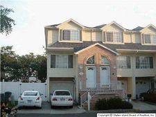 106 Pelican Cir, Staten Island, NY 10306