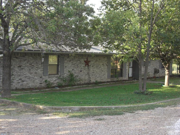 309 concrete st meridian tx 76665 for Concrete house texas