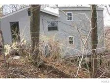75 Lake Shore Dr, Pleasantville, NY 10570