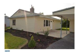 35 Palm Ln, Levittown, PA 19054