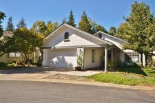 9174 N Woodlawn Dr, Fresno, CA 93720