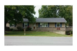 1 Yorkshire Dr, Cambridge, OH 43725