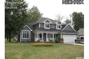 334 Golden Russett Blvd, Amherst, OH 44001