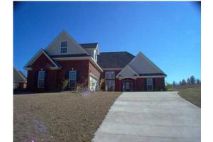 5 Fairway Dr, MILLBROOK, AL 36054