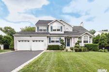 5 Sara Ct, Nesconset, NY 11767