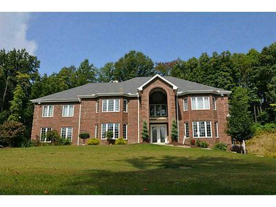 2202 Boxcartown Rd, Jeannette, PA