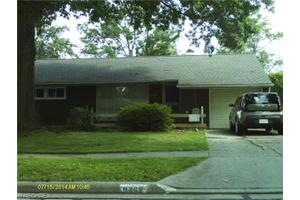 9268 Newkirk Dr, Parma Heights, OH 44130