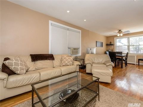 21 Edwards St Apt 1 D, Roslyn Heights, NY 11577