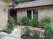 814 Lois St, Kerrville, TX 78028