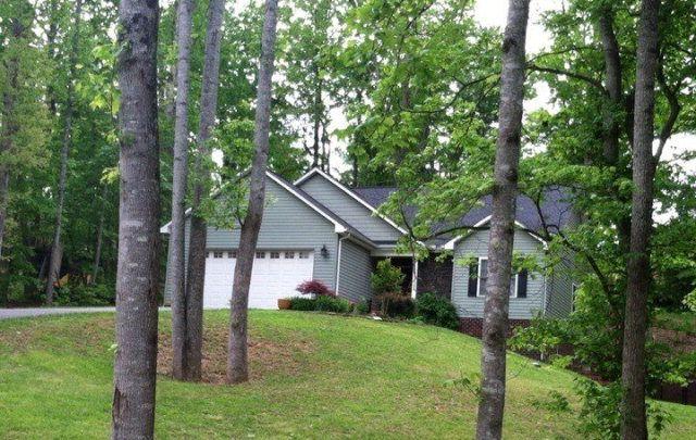 204 Oakdale Dr, Morganton, NC