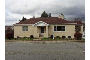 114 Grove St, Jeannette, PA 15644
