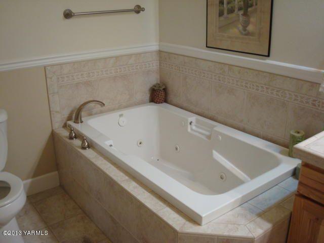 5807 englewood ave yakima wa 98908 for Hardwood floors yakima wa