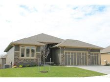 4328 Se Trotter Dr, Lee's Summit, MO 64082